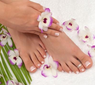 Manicure ή Pedicure Ημιμόνιμο Δάφνη - 7€ από 20€ (Έκπτωση 65%) για ένα Spa Manic nails