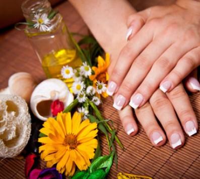 Manicure Ημιμόνιμη Βαφή + Αποτρίχωση Άνω Χείλους | Σχηματισμό-Καθαρισμό Φρυδιών - Spa Manicure+Spa Pedicure Χαϊδάρι - 8€ για ένα Manicure με Ημιμόνιμη Βαφή ΚΑΙ μία Αποτρίχωση Άνω Χείλους με κερί ή ένα Σχηματισμό-Καθαρισμό Φρυδιών ή 10€ για ένα Pedicure με απλή Βαφή ΚΑΙ μία Αποτρίχωση Άνω Χείλους με κερί (Έκπτωση 60%), από το Studio τεχνητών νυχιών «Nails Center» στο Χαϊδάρι!!! εικόνα